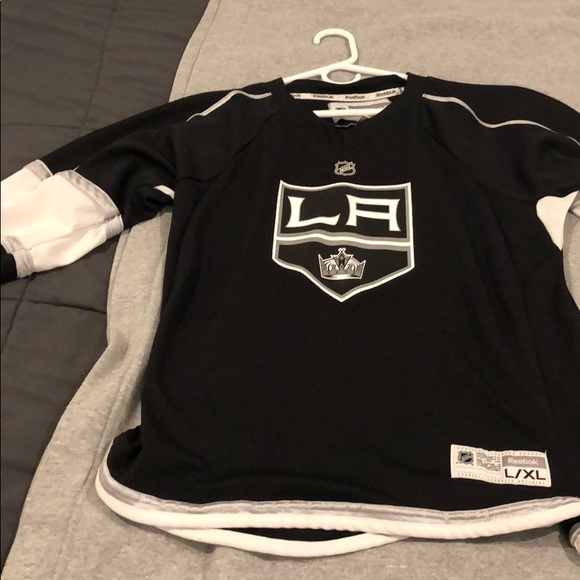 meet 5a9f0 710ad LA Kings jersey Youth L/XL fits like men's Medium